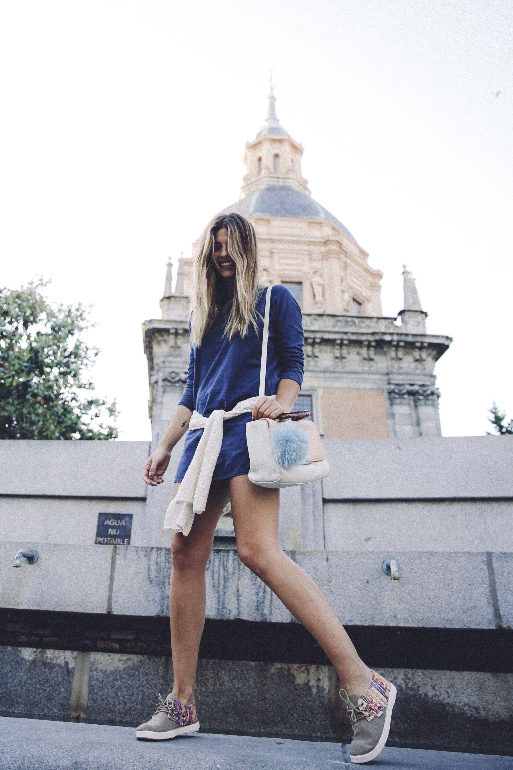 outfit look primavera spring street style trendy taste inspiration dress vestido casual mango azul deportivas etnicas sneakers bag bolso tita madrid_8