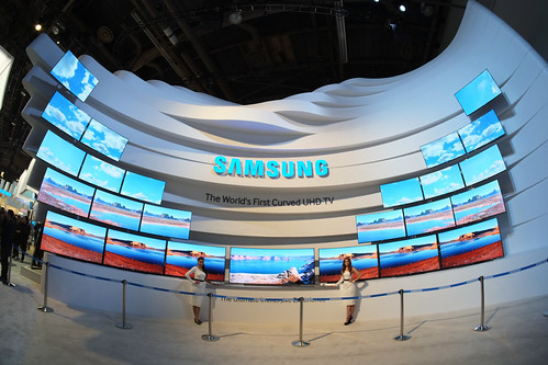 Samsung knows curved TV's | by Daniel Incandela