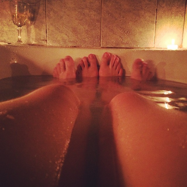 Baño Con Velas   Tina Sales De Bano Velas Buena Musica Vino Risas Y Flickr