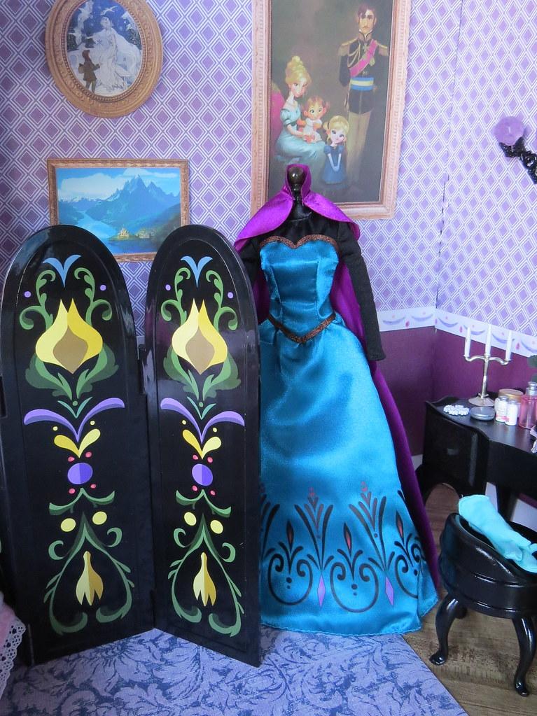 Fabulous Elsaus Coronation Gown By Foxy Belle With Elsa Bedroom Set Elsa  Bedroom Set   Frozen