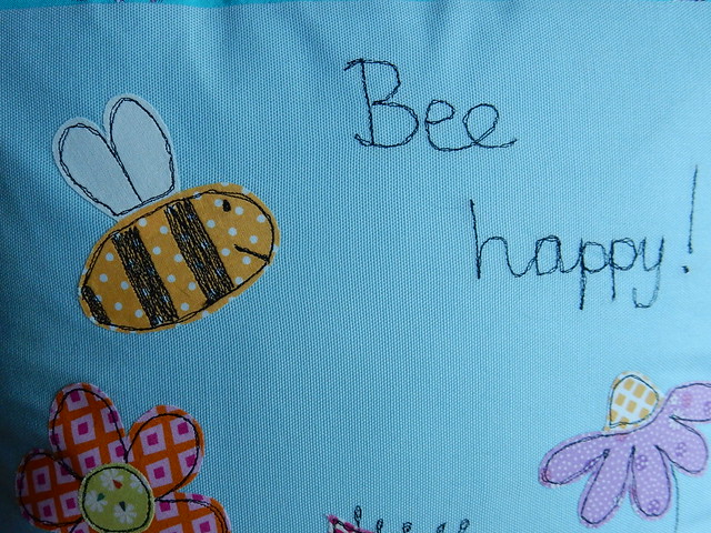 Bee cushion (10)