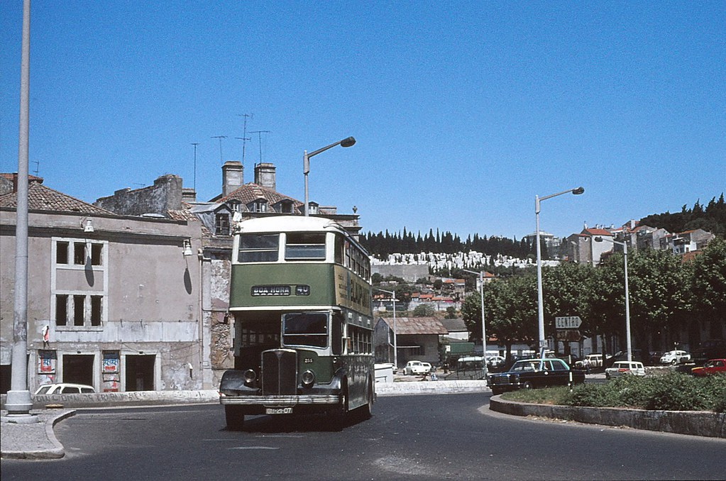 Carris: n.º 255, carreira 40, Alcântara-Terra (Guy, 1977)