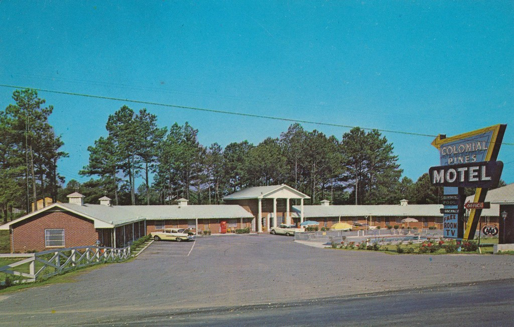 Colonial Pines Motel - Chatsworth, Georgia