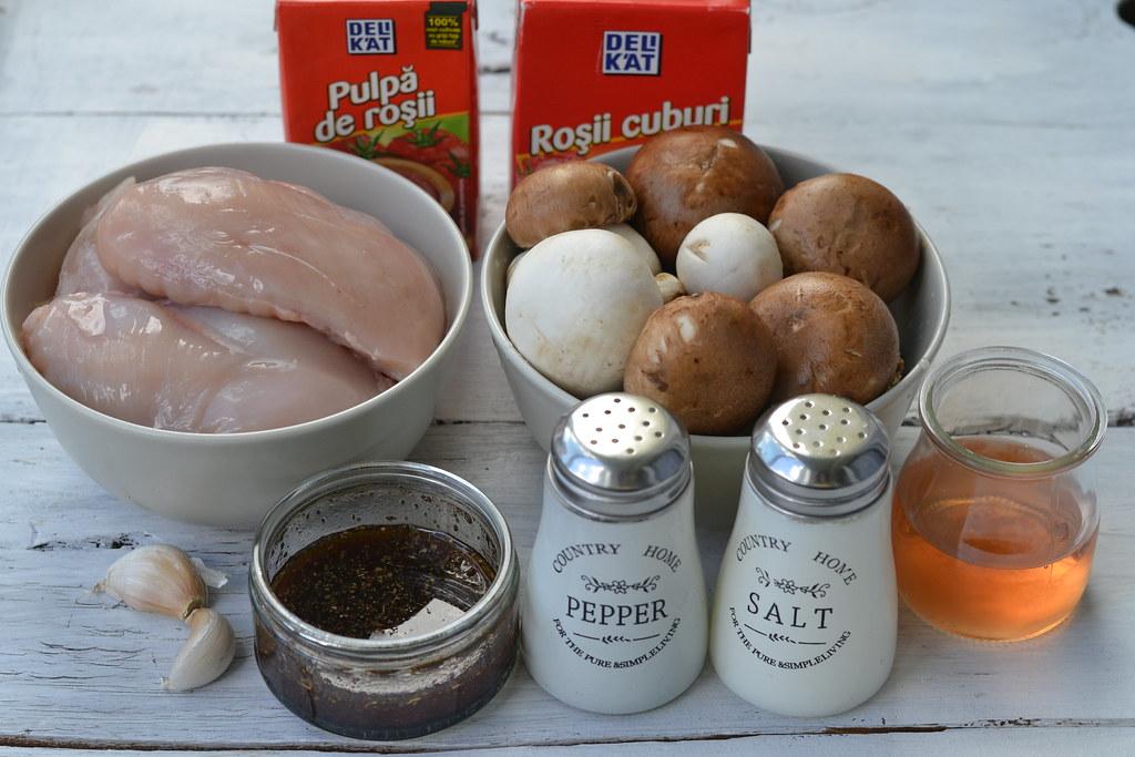 ingrediente pui cu ciuperci in sos de rosii