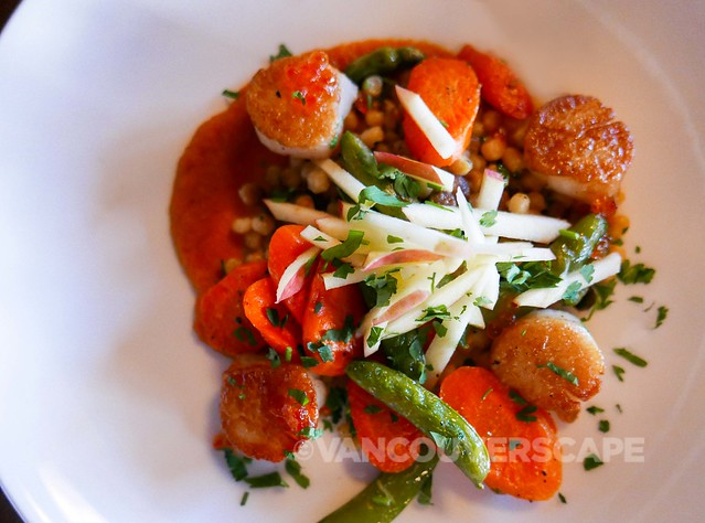Cascade Dining Room: Sea scallops with Alder-smoked steelhead roe, snap peas, roasted carrots, fregola sarda, apple julienne in a carrot-apple vinaigrette