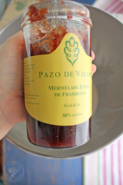 Brazo de gitano relleno de mousse de mermelada de arándanos (7)