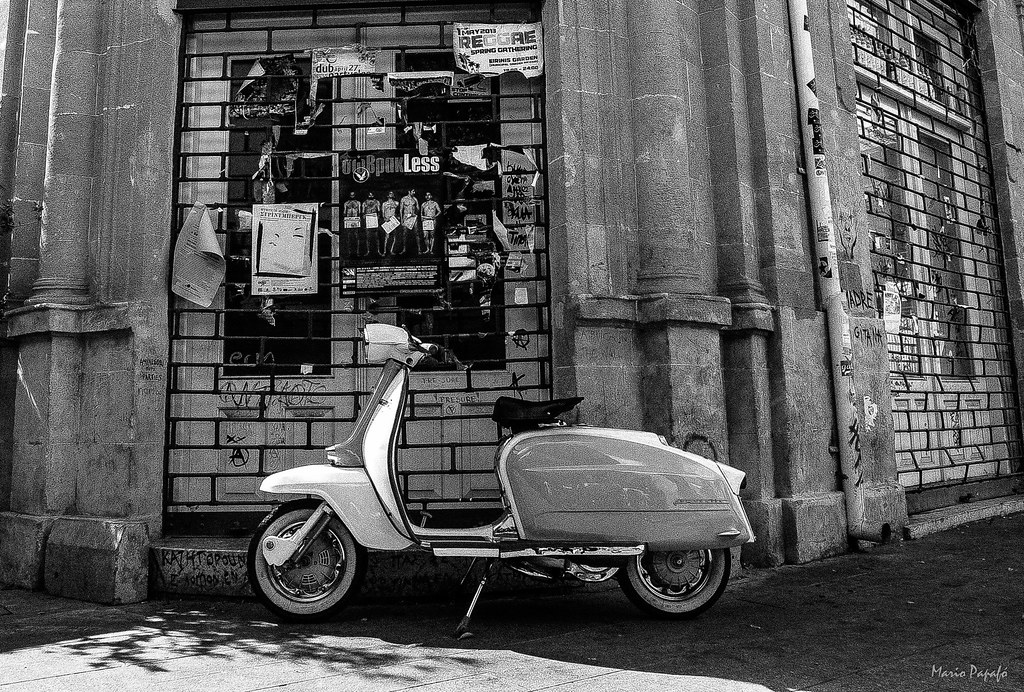 Old city vespa by mario papafó