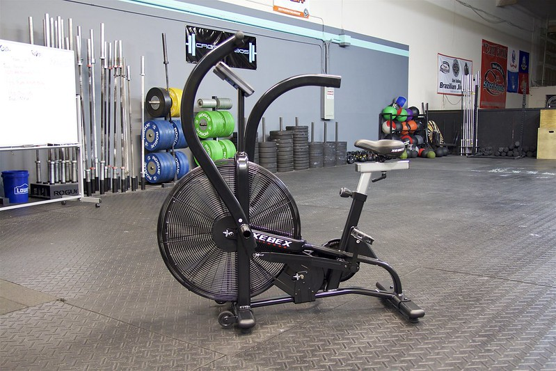 Crossfit garage gym olympic weightlifting powerlifting