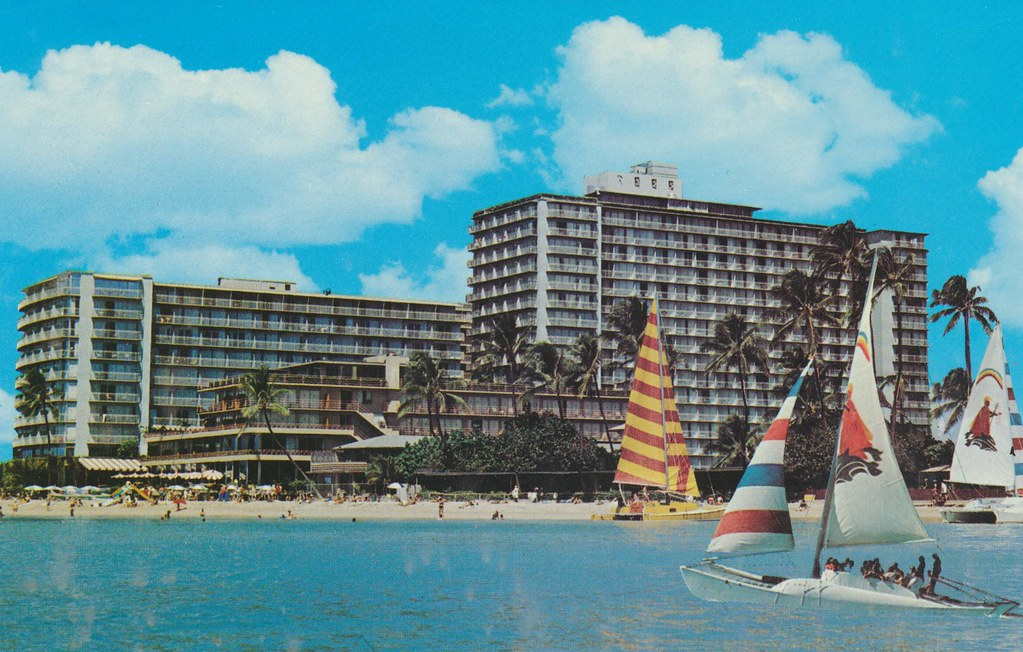 Reef Hotel - Waikiki Beach, Hawaii