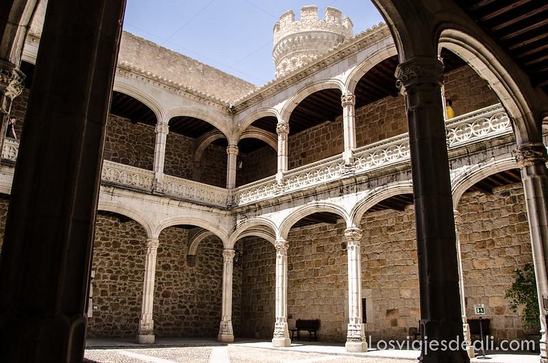 Castillo de Manzanares el Real en un un fin de semana en la sierra de Madrid