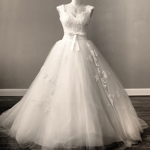 Viva vintage signoret a beautiful lace and tulle gown for Cleaning and preserving wedding dress