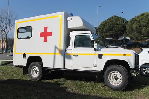 land rover ambulance land rover defender ambulance de l 39 ar flickr. Black Bedroom Furniture Sets. Home Design Ideas