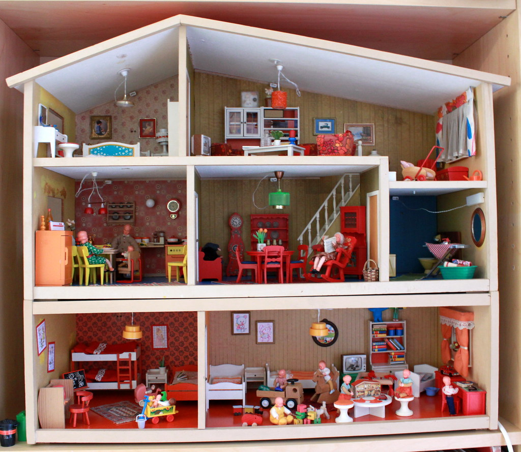 Lundby dolls house from the 1970s by blythe berlin