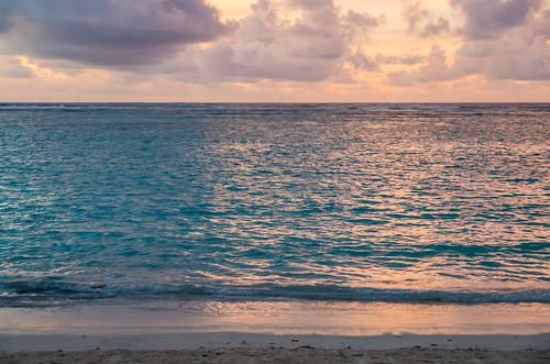 夕焼け色のタモンビーチ