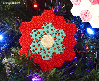 Tutorial: EPP Holiday Hexie Ornament | by CraftyPod