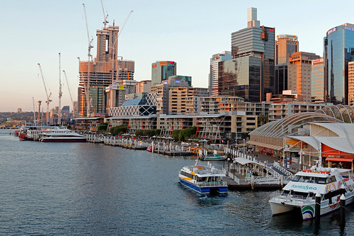 how to get to darling harbour from airport
