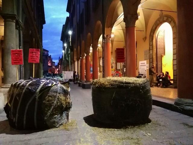 Piazza Verdi si barrica
