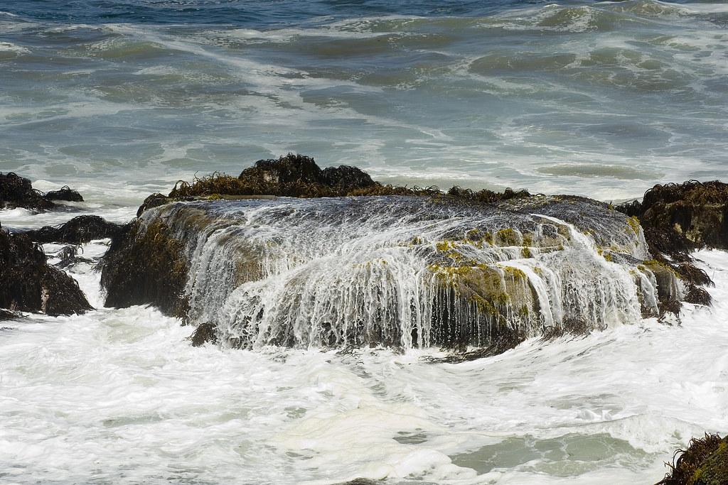 Interacción entre roca y mar / Interaction between rock and sea