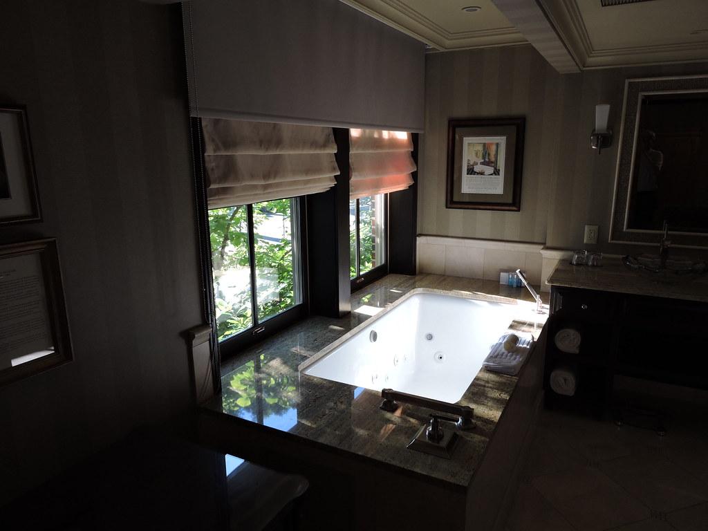 The large Kohler tub in guest room 164 (one tub faucet cam… | Flickr