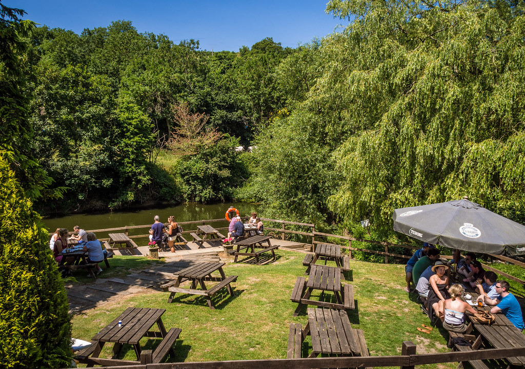 The gardens of the Cross Guns pub by the River Avon at Avo… | Flickr