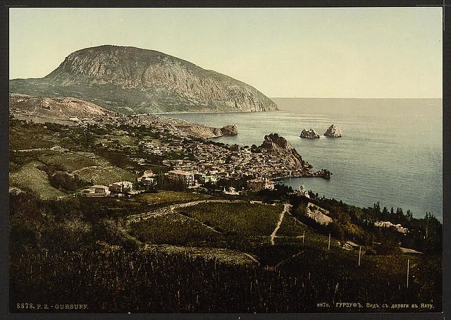 Gursuff, (i.e., Gurzuf), from the Jalta, (i.e., Yalta) Road, the Crimea, Russia, (i.e., Ukraine)-LCCN2001697403