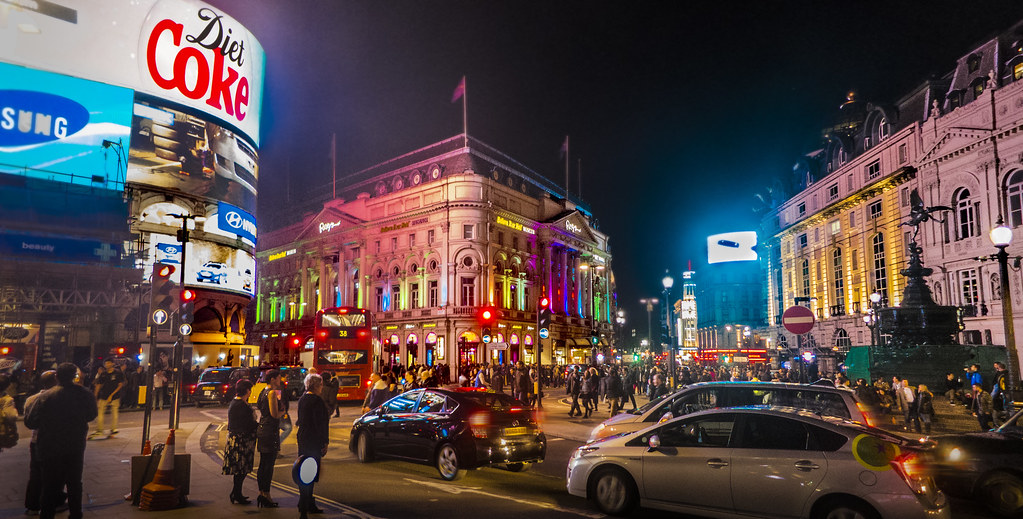 Resultado de imagem para london at night piccadilly