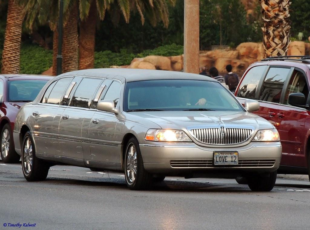 2006 2011 Lincoln Town Car Limousine Las Vegas Strip