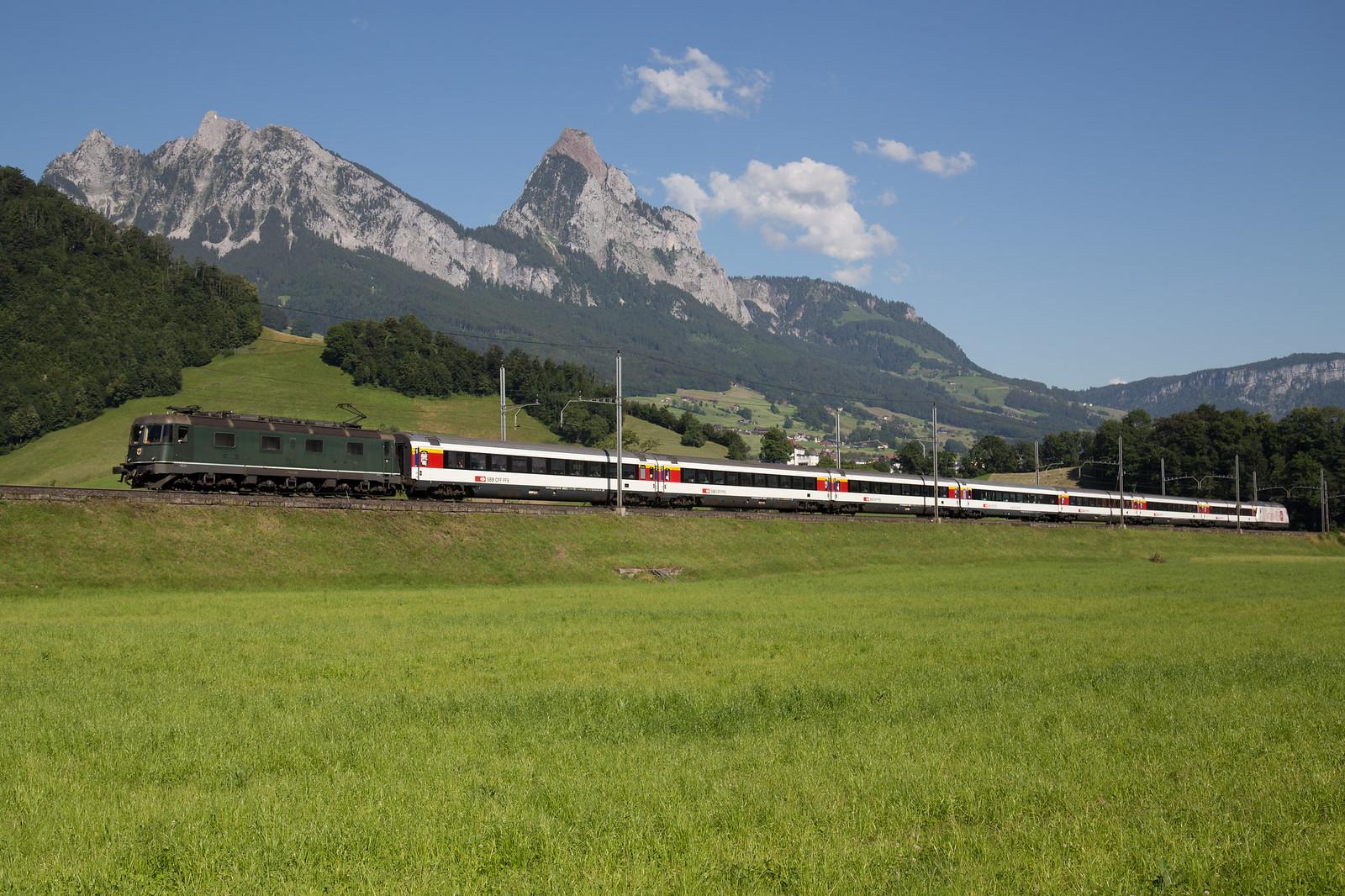 SBB Cargo Re 6/6 11663 Eglisau mit Extrazug bei Steinen