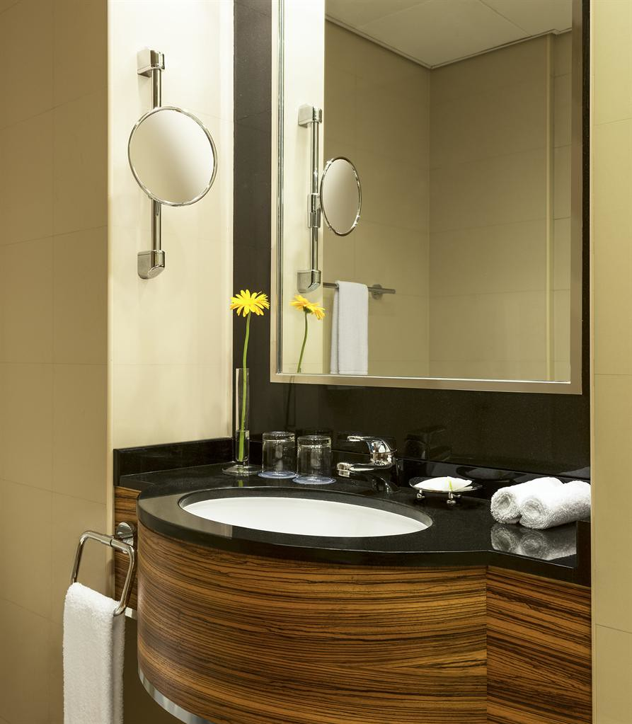 Four Points by Sheraton Downtown Dubai—Classic Room - Bath…   Flickr