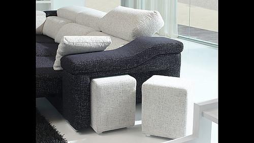 puf del sofa con cheslong de 3 plazas detalle del sofa