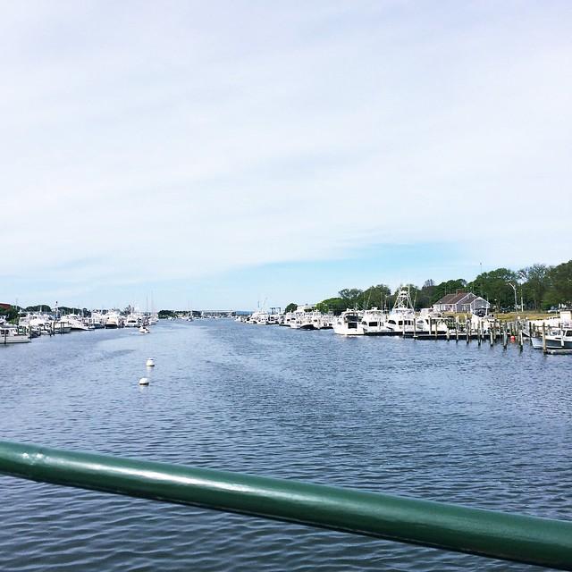 I'm on a boat... in my flippy floppies. #islandqueen #marthasvineyard