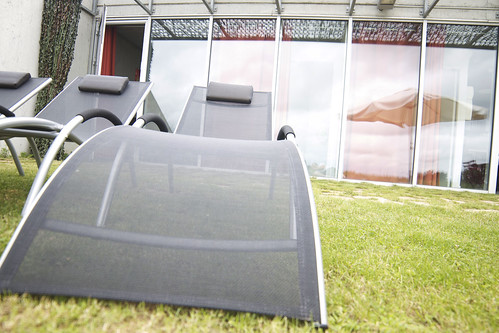 terrasse avec bains de soleil g te 1 2 personnes. Black Bedroom Furniture Sets. Home Design Ideas