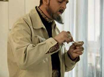 Иван Васильевич ест кильку