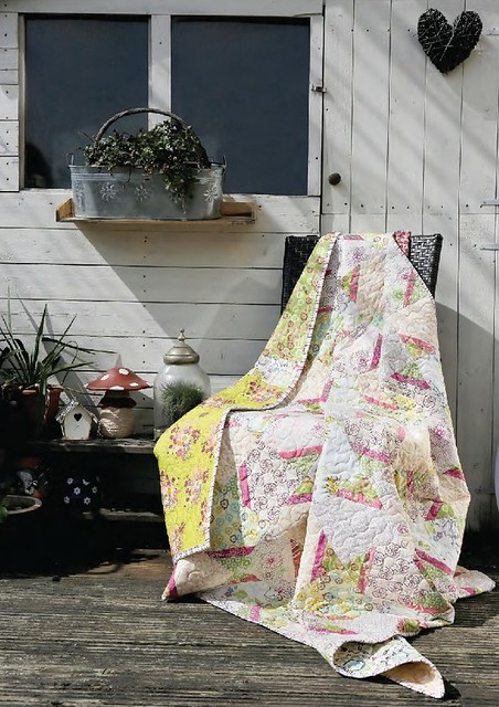 'Summer Soft' Quilt (British Patchwork & Quilting July16)