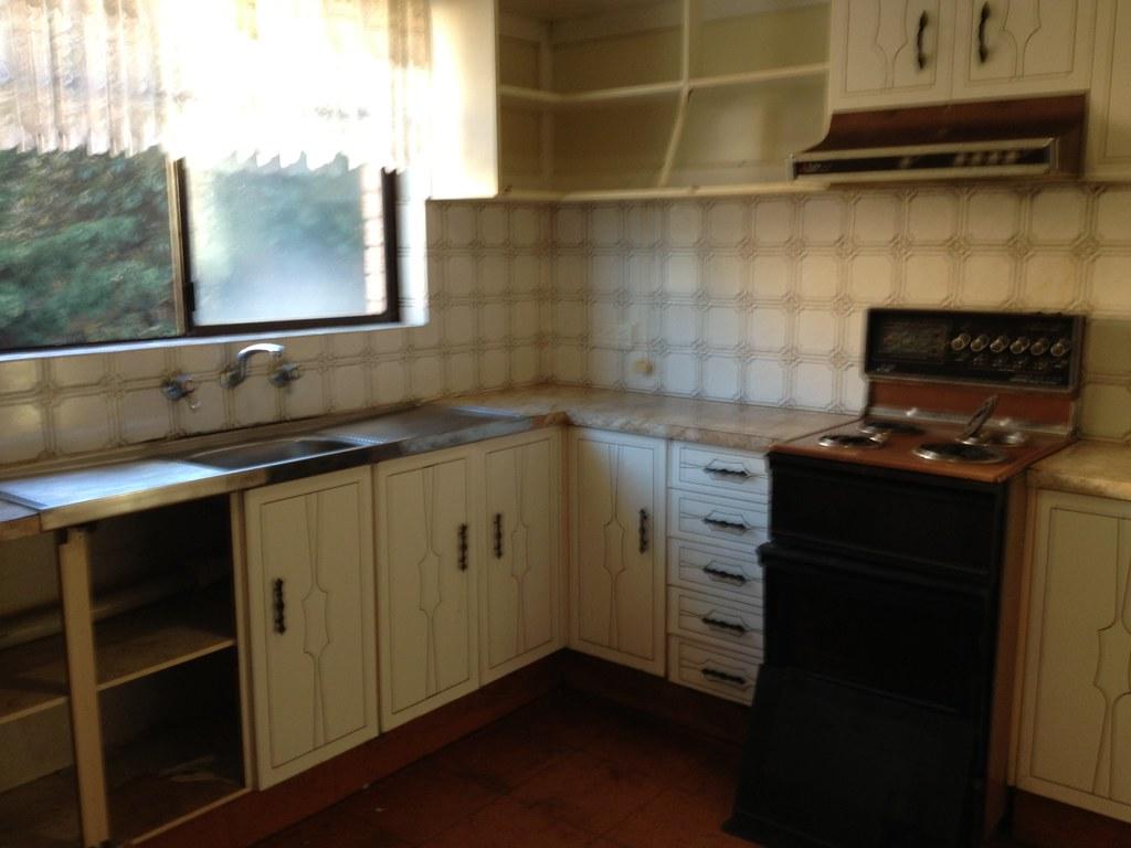 Goodbye 70s Kitchen.. I Wonu0027t Miss U Old Brown Stove! |