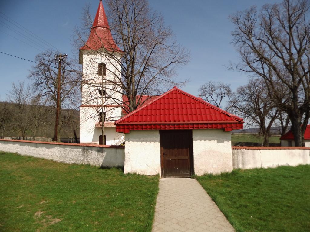 V druhej polovici 18. stor. v dedine postavili katolícky kostol.