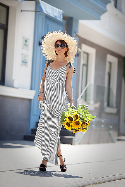 striped-summer-dress_straw-hat_summer-street-style
