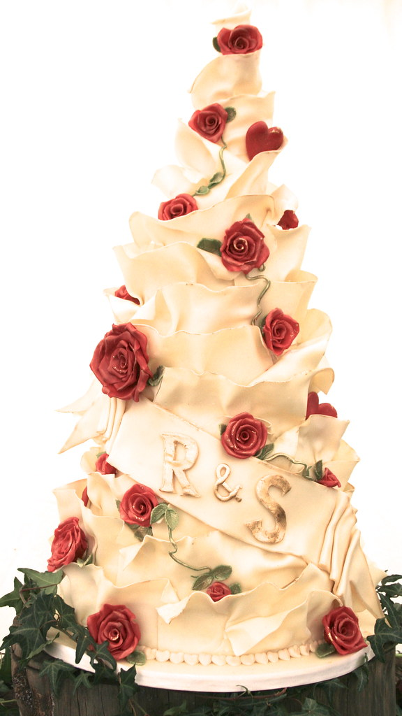 White Chocolate and Red Rose Wedding Cake | A five tier whit… | Flickr