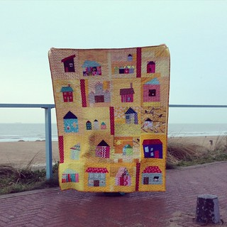 The Houses in Yellow are finished! #alyof #dogoodstitches #comfortcircle | by Muriël (doucepoints)