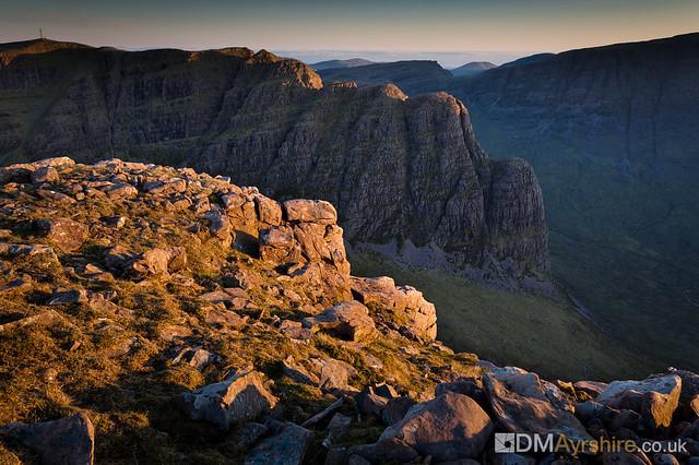 Mast and ridge on Sgurr a' Chaorachain [IMG_6434]