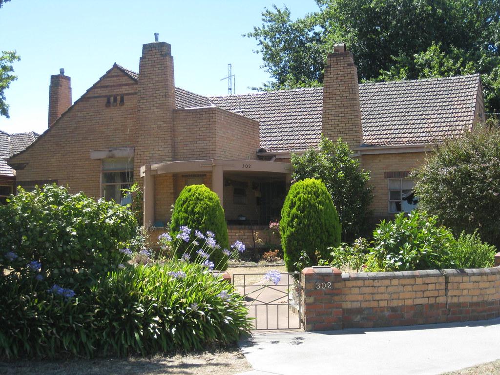 A Streamline Moderne Art Deco Villa - Ballarat | Set well ba… | Flickr