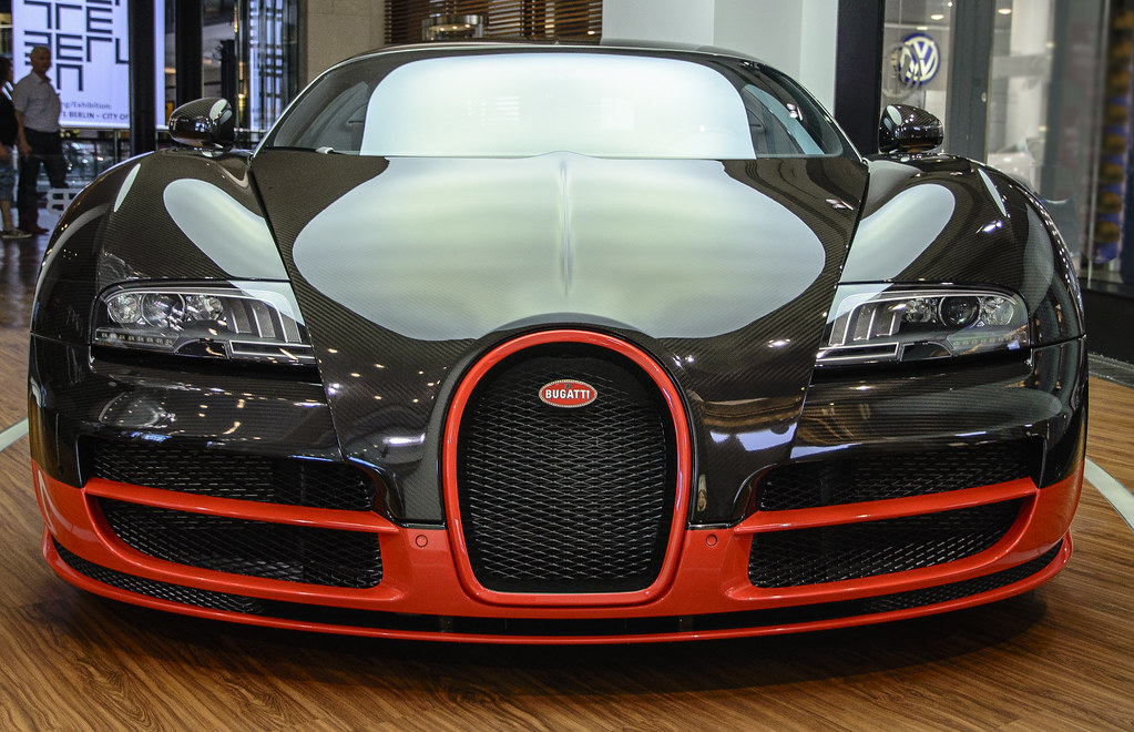 Bugatti veyron front view