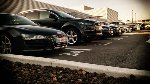 Audi 39 s garage somes beautifuls cars including the r8 for Garage audi la garde 83130