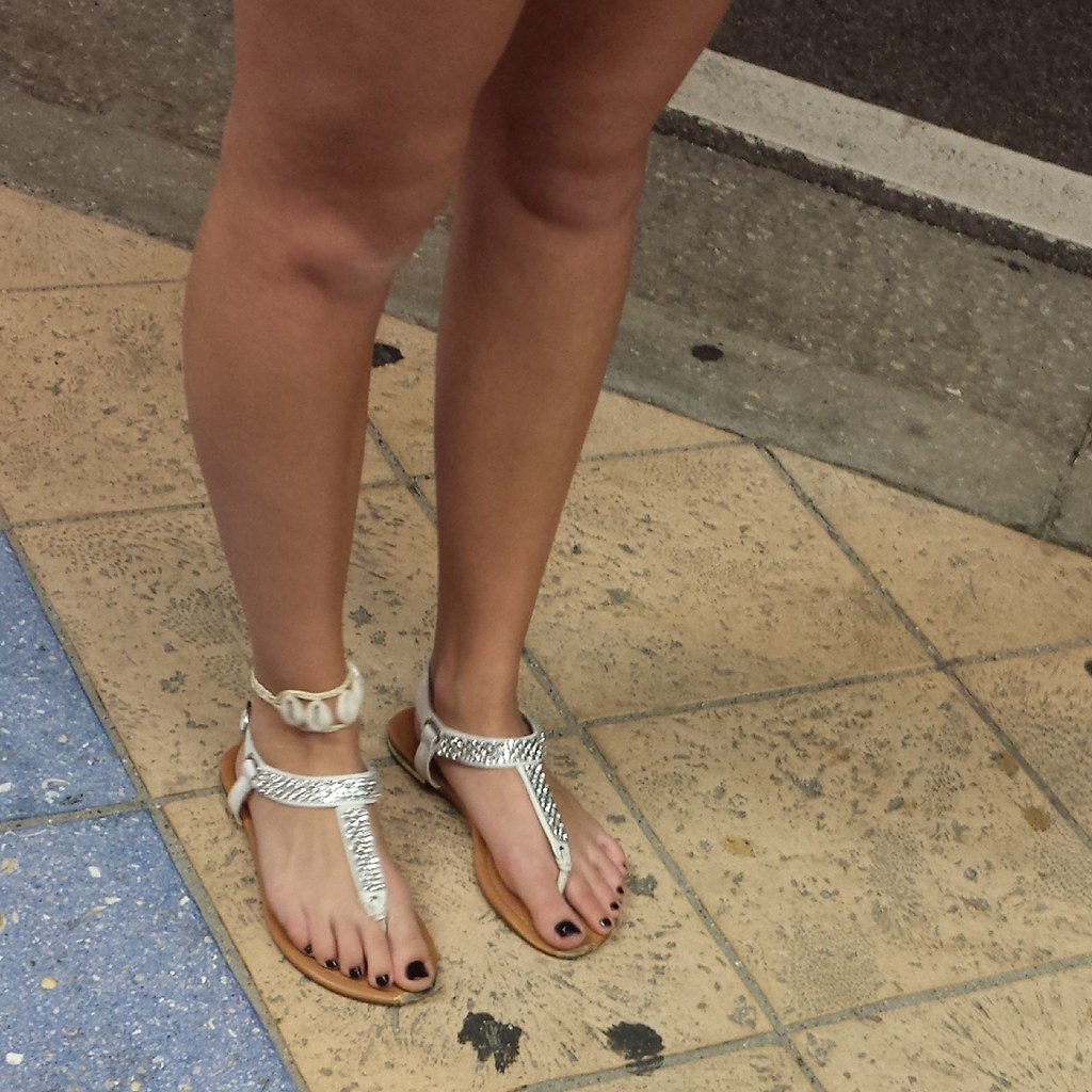 Sparkle Sandles Feet and Black toe nails!! | I Took This Pic ...