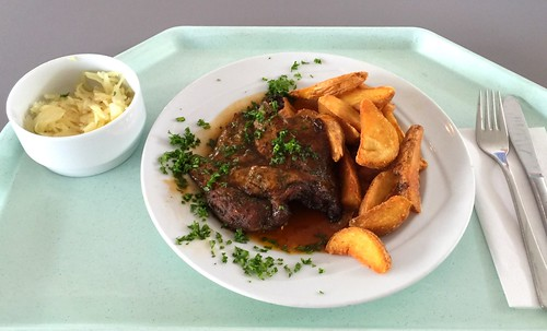 Pork steak with red wine sauce & country potatoes / Holzfällersteak vom Schwein mit Rotweinsauce & Country Potatoes