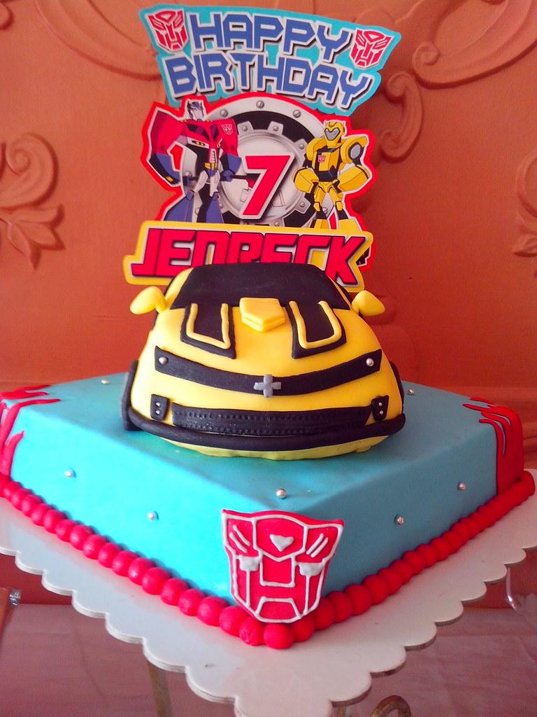 Transformers Birthday Cake This Amazing Fondant Bumblebee Flickr