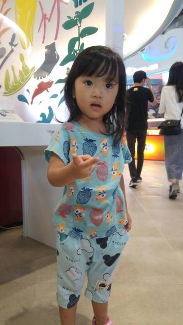 跟把拔、芊芊姊姊和台北阿媽去嘉義玩,在休息站 :D