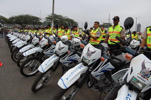 Ministerio del interior entrega 300 motos a dmg para las for Ministerio del interior ecuador