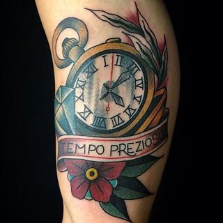 Orologio traditional tatuaggio tempo prezioso by dap ski for Bussola tattoo significato
