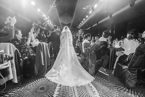 【高雄禮服評價推薦】聖羅雅麗緻婚紗101件禮服的秘密_宴客呈現_(10)